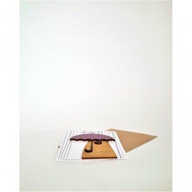 Rankų darbo atvirukas su medine detale 325