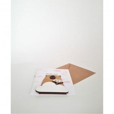 Rankų darbo atvirukas su medine detale 325 2